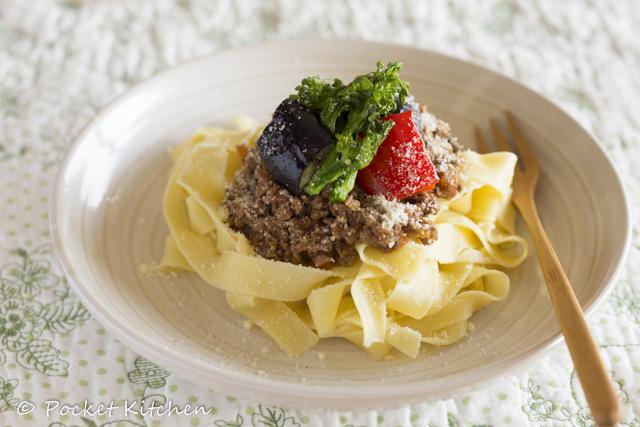 グリル野菜のレバーミートソース