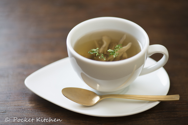 芳香舞茸のコンソメスープ